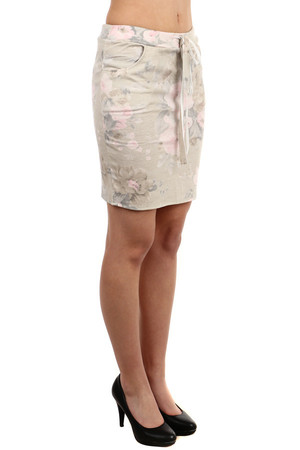 Cheerful skirt with pockets in front. Flower theme. Drawstring waist. Midi length above knee. Material: 61.8% polyester,