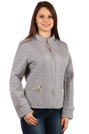 Women's quilted zippered jacket. Two pockets at the front. Design without hood. Suitable for spring and autumn. Material: