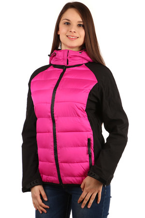 Women's jacket with removable hood. The jacket has softshell sleeves. Zipped front pockets. Zip fastening. Suitable for