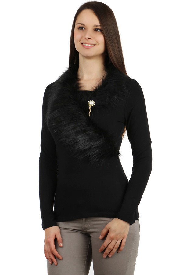 Women's formal t-shirt fur and brooch