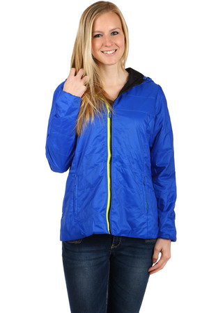 Lightweight ladies jacket suitable for sports (running, hiking) and casual wear. Drawstring front and hood at the back. Zip