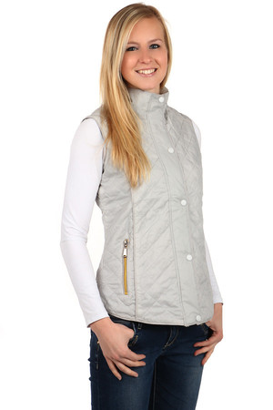 Ladies sport, quilted vest with zipper. Suitable for spring / autumn. Material: 100% nylon + 100% chemical fiber