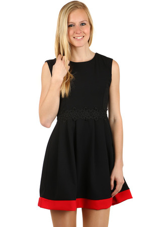 Beautiful dress with an ornament at the waist. Contrast bottom hem. Zippered back. Material: 70% polyester, 25% viscose, 5%