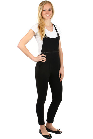 Unusual ladies' overall with pockets on the side. The front zip is functional. The braces can be set. Material: 95%