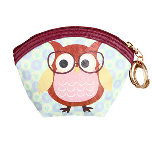 Mini wallet with owl picture. The main pocket holds coins and small items. Key carabiner included. Size: h 9 cm, w 12 cm,