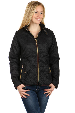 Women's Quilted Jacket. Zippers in contrasting color. Pockets on the sides. Zip fastening. Suitable for sports (hiking)