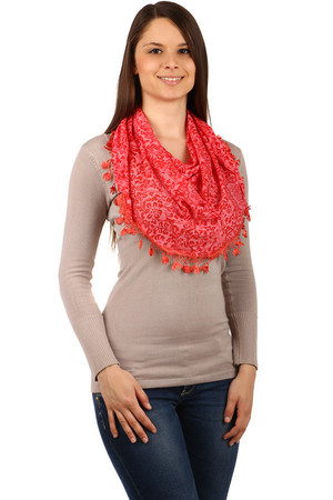 Stylish patterned scarf with fringes. Material: 65% cotton, 35% polyester.