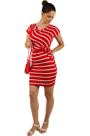 Striped dress with sleeves with a wrapping effect. There is a belt in the waist that is tight. Material: 95% viscose, 5%