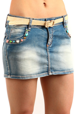 Denim skirt decorated with colored pebbles on the pockets. Yellow belt included. Mini length suitable for hot summer days.