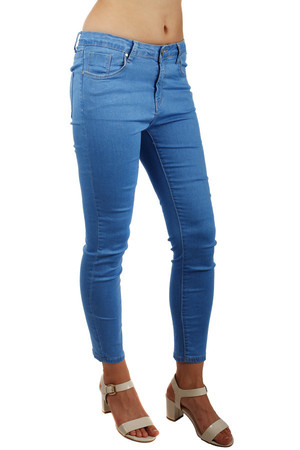 Women's jeans 7/8 pants. Front and rear pockets. Narrow cut, low waist. Material: 68% cotton, 30% polyester, 2% elastane.