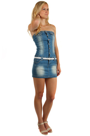 Denim dress on buttons with white belt. Front and rear pockets. Material: 68% cotton, 31% elastane, 1% spandex.