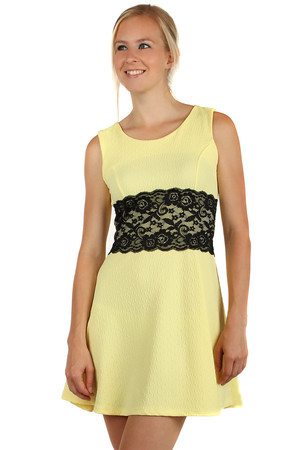 Patterned dresses, lace and decoration strap. Choose from several interesting colors. Material: 95% polyester, 5% elastane