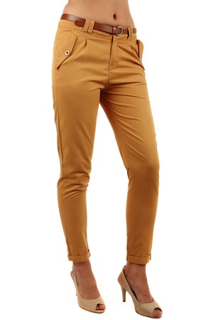 Cotton women's pants with distinctive pockets and brown belt. Material: 100% cotton.