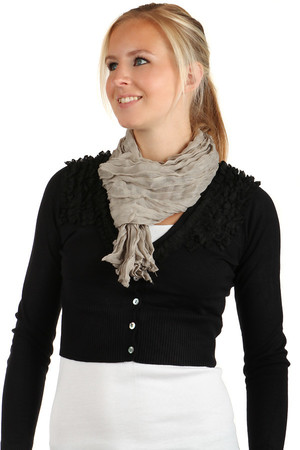 Lightweight scarf in one color. Material: 100% viscose.