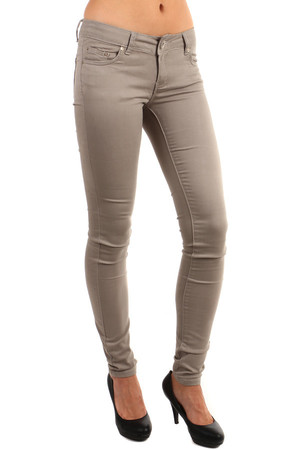 Modern women's narrow pants. Zip fastening and button. Front and rear pockets. Material: 95% cotton, 5% elastane.