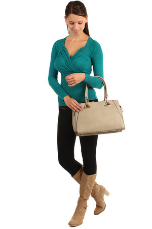 V-necked sweater, several colors. Material: 65% cotton, 35% acrylic