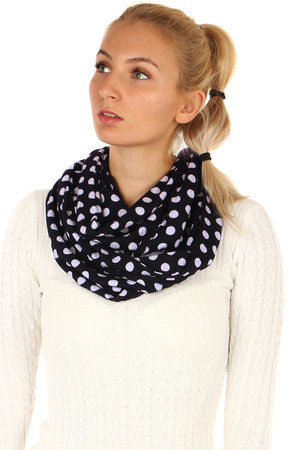 Womens tunnel scarf with polka dots. Material: 100% viscose.