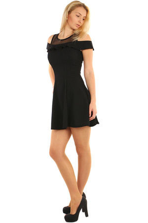 Short dress with ruffle and translucent top. The universal design corresponds to S-L. The photographed model measures 173 cm.