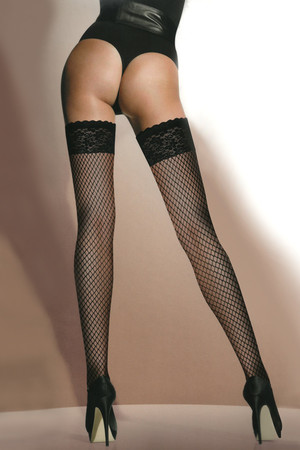 Women's self-retaining fishnet stockings with decorative lace. 40 DEN Material: 88% polyamide, 12% elastane.