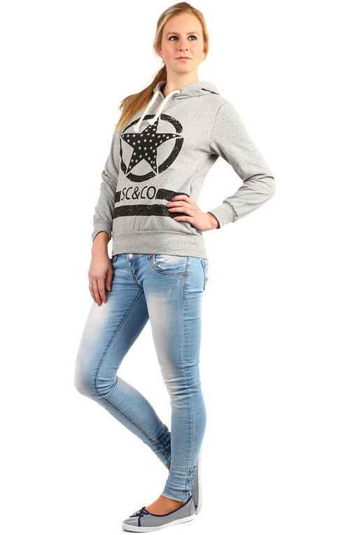 Women's sports sweatshirt hood and print
