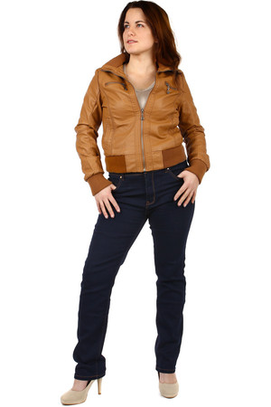 Classic ladies dark straight jeans. Oversized. Model photographed in size 32. Material: 95% cotton, 5% elastane.