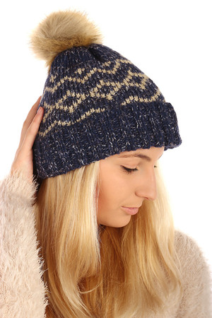 Knitted hat with pattern and pompon. From the inside of the fur. Size: 21-34 cm. Material: 100% acrylic. Import: Poland
