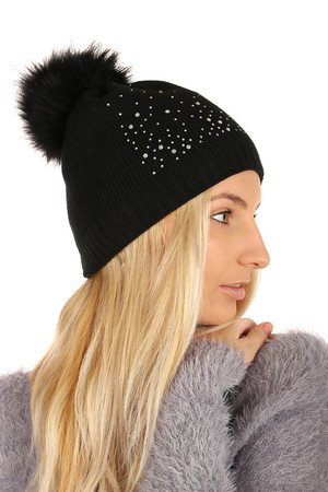 Knitted hat with rhinestones and pompom. Size: 24-33 cm. Material: 65% cotton, 35% acrylic