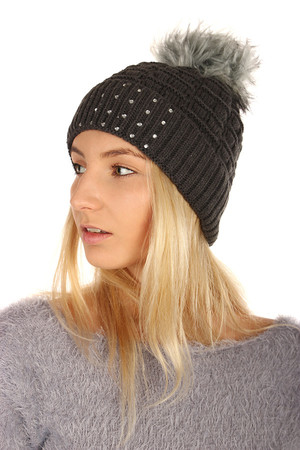 Knitted hat with rhinestones. Size: 17-33 cm. Material: 65% acrylic, 35% polyester