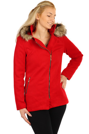 Women's red monochrome coat with asymmetrical closing and fur hood. Suitable for spring / autumn or mild winters. The size L