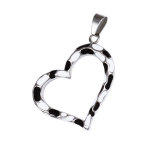 Surgical Steel Pendant Heart White-Black. Dimensions: length 35 mm, width 40 mm.