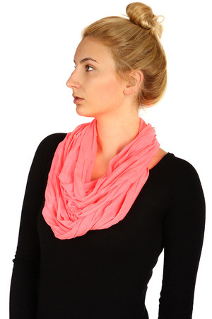 Single color circular scarf, great choice of colors. Material: 100% viscose.