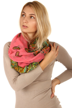 Lightweight circular scarf in several color combinations. Material: 100% viscose.