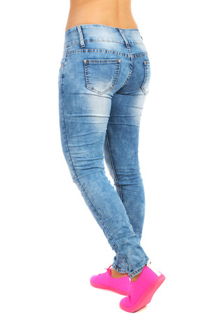 Light blue women's skinny jeans with tattered effect. Zip fastening and three buttons. Material: 98% cotton, 2% elastane.