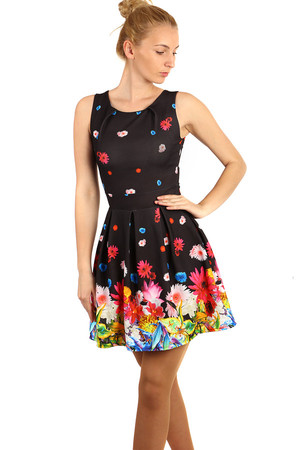 Summer flowered dress with folded skirt. Material: 95% polyester, 5% elastane. Import: Italy