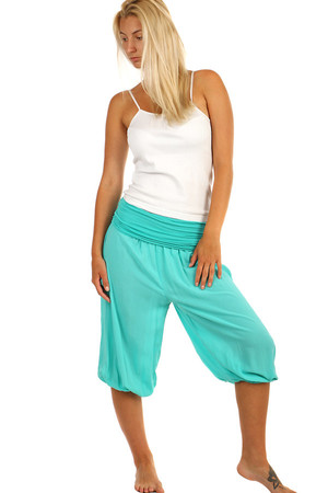 One-color 3/4 casual pants. Material: 100% viscose. Import: Italy
