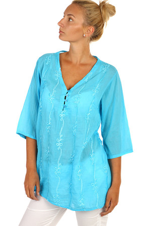 Women's blouse with embroidery and three-quarter sleeve. Free cut - also suitable for full body. Material: 100% cotton.