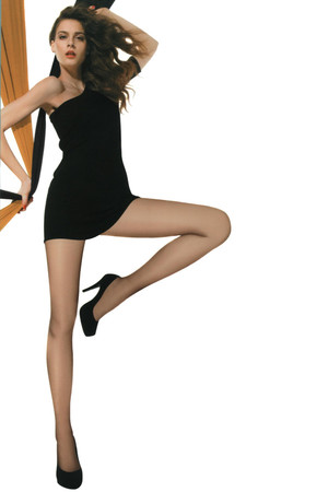 Classic tights with reinforced seven, heel and toe. In black. 40Den. Material: 88% polyamide, 12% elastane.