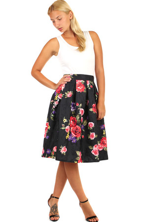Auntie skirt with floral pattern. Midi knee length. Material: 100% polyester. Import: Italy