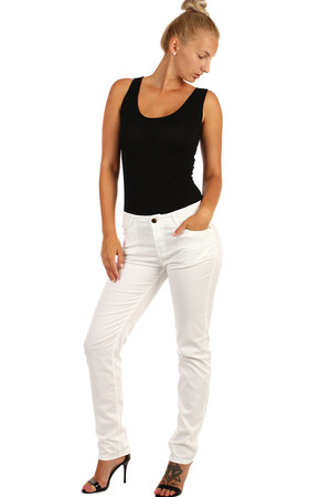Straight women's white jeans - classic cut. Up to size 48, also plus size avaialble. Material: 98% cotton, 2% elastane.