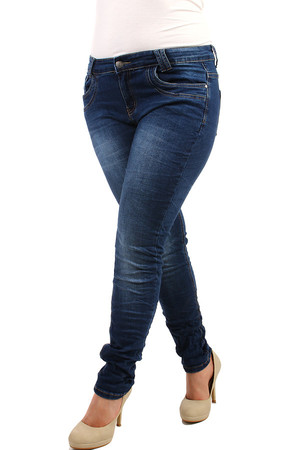 Dark women's jeans with a pressed effect, in a crumpled look. Up to size 40. Material: 98% cotton, 2% elastane.
