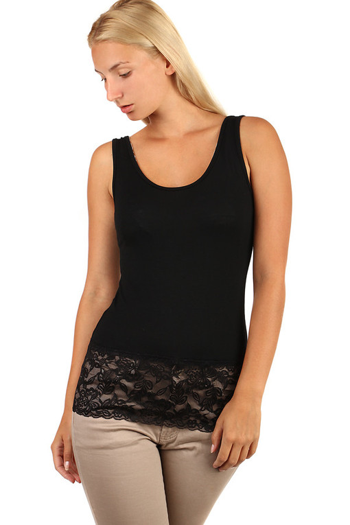Women's undershirt with lace