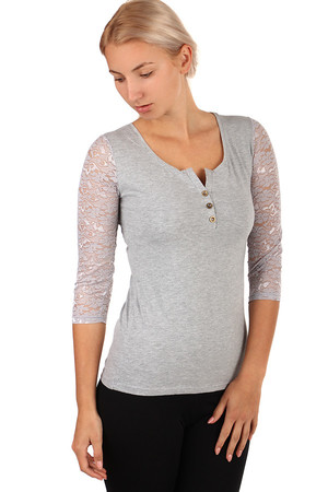 Women's elegant t-shirt. Round neck completed with a flap with sewn buttons. Three-quarter lace sleeves give the shirt a