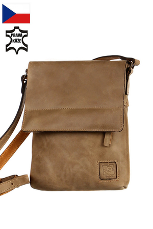 Handmade handbag made of genuine leather. adjustable strap (max 120 cm) zipped and patented from the outside of the zipper