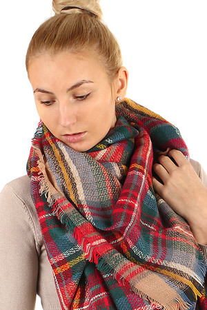 Stylish checkered maxi scarf. Material: 100% acrylic.