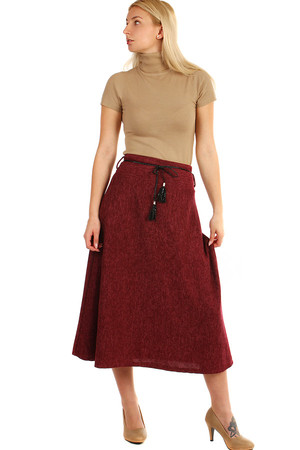 Long knit skirt with decorative belt. Highlighted monochrome finish. The tape type may vary depending on the current offer.