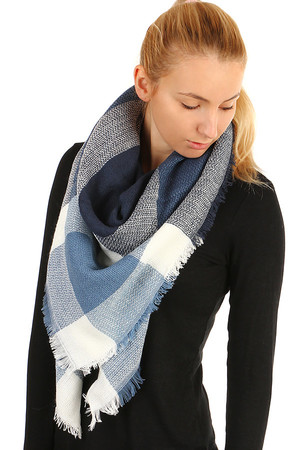 Elegance checkered scarf with checkered pattern. Material: 100% acrylic.