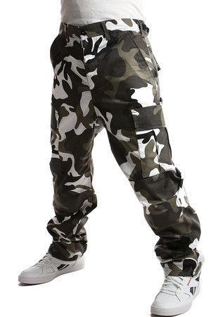 Men's camouflage pants. button fastening adjustable waistband at the waist tapes to tight around the ankle Material: 65%