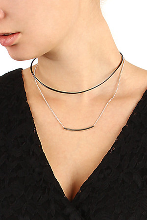 Women's leatherette necklace with chain. Adjustable size thanks to extension chain. Length: 36 cm + 5 cm.