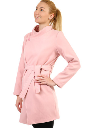 Short ladies fleece coat with belt. Switching on the button (+ knob to fasten the inner flap). Suitable for spring / autumn.