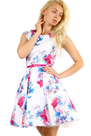 Short ladies flowered dress of a cut, with pink belt and short sleeves. Zip fastening. Up to size 46 - suitable for full